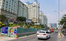 Tiếp tục lắp thêm 'lô cốt' trên đường Nguyễn Hữu Cảnh