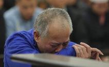 Bị cáo bật khóc tại tòa khi nghe tả lại vụ thảm sát 4 người nhà em trai ruột