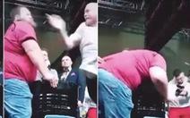 Video: Dân mạng sốt với pha vô địch môn... tát của Nga bị 'tát cắm mặt'