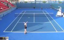 Tay vợt bị chê 'dở nhất thế giới' vì... không ghi nổi điểm số nào