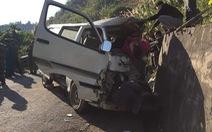 Xe đâm vào vách núi khiến 3 người chết: biển giả, hết hạn sử dụng