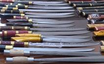 Lợi dụng giao hàng hóa chuyển 22 kiện đao kiếm qua đường bưu điện