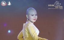Nữ sinh bị ung thư giành giải Miss Truyền cảm hứng