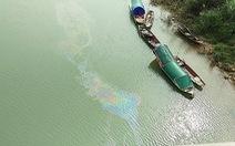 Mẫu nước để sản xuất nước sạch cho TP Vinh không nhiễm dầu