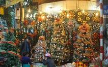'Chơi tới' mùa Noel: thông 18-30 triệu vẫn hút khách