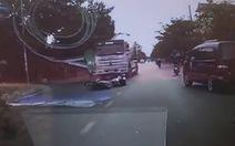 Xe máy lạng lách ngã ra đường, 3 thanh niên bị cuốn như lốc vào gầm xe bồn