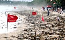 18 tấn rác tràn ngập bãi biển nổi tiếng ở Bali
