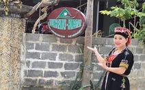 Cô gái Dao làm du lịch cộng đồng