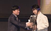 S.T Sơn Thạch bất ngờ nhận giải 'Ca sĩ quốc tế' tại World Star Awards 2019