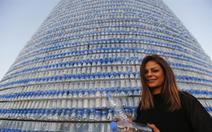 Cây thông Noel ấn tượng nhất mùa Giáng sinh làm từ 129.000 chai nhựa
