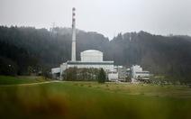 Thụy Sĩ đóng cửa nhà máy điện hạt nhân đầu tiên