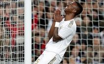 Cột dọc, xà ngang ngăn cản Real Madrid san bằng cách biệt với Barca