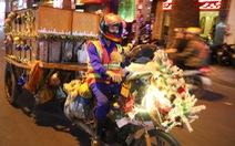 Độc đáo xe rác tuần lộc đón Giáng sinh giữa Sài Gòn
