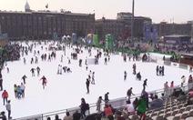 Sân trượt băng nhân tạo miễn phí lớn nhất thế giới rộng trên 4.000m2