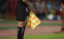Video: Thổi 4 quả phạt đền 'tưởng tượng' trong 1 trận đấu, trọng tài bị treo còi suốt đời