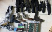 Bắt giữ nhiều đối tượng mua bán, tàng trữ ma túy, súng, hung khí và công cụ hỗ trợ
