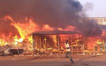 Tiểu thương nổ súng chống trả các nhóm dân quân tự vệ đòi tiền bảo kê