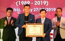 Tay vợt Lý Hoàng Nam nhận bằng khen của Thủ tướng Nguyễn Xuân Phúc