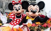 Vịt Donald, chuột Mickey than phiền vì bị du khách sờ mó lung tung