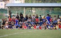 Chỉ mới đấu tập, derby bóng đá TP.HCM - Sài Gòn đã hút hơn 300 khán giả