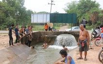 Đập Cảnh Hồng tích nước giữa hạn hán, người Thái lo 'sắp uống nước muối'
