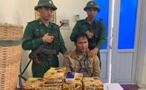 Một người Lào mang 10kg ma túy đá và 20.000 viên ma túy qua biên giới