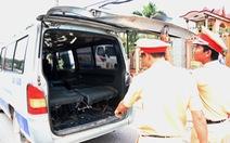 Tài xế xe làm rơi 3 học sinh xuống đường bị phạt 2,75 triệu đồng