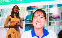 Những cô gái Việt vượt khó được bà Michelle Obama ôm chặt ở Long An