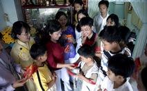 Tô đậm chữ tình cho Tết Việt