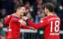 Đè bẹp Schalke, Bayern còn kém Dortmund 5 điểm