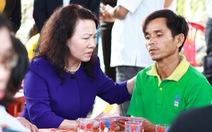 Thứ trưởng Bộ GD-ĐT thăm gia đình 6 học sinh chết đuối tại Quảng Nam