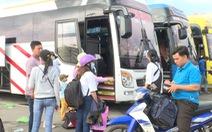 Quảng Ngãi: Hành khách bức xúc mua vé nhưng không có xe rời quê