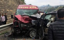 2 người chết sau vụ xe khách và xe 7 chỗ tông nhau trên đường cao tốc