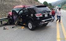 Xe 7 chỗ và xe khách tông nhau trên cao tốc, 9 người bị thương
