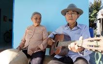 Cặp vợ chồng già 55 năm vun vén yêu thương