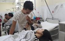 Vụ lật xe khách ở Khánh Hòa: 'Gãy xương sườn nhưng tôi tìm vợ trước tiên'