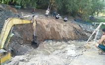Đưa 3 máy cuốc khai thông đường dẫn nước để cứu lúa cho dân