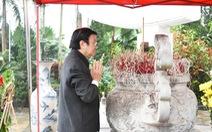 Nguyên Chủ tịch nước Trương Tấn Sang viếng liệt sĩ tại nghĩa trang Vị Xuyên