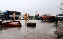 Xe container ủi 2 ôtô, húc vào nhà dân, 1 người tử vong, 7 bị thương