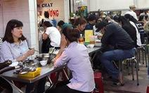 TP.HCM: Quán cơm chay kín chỗ, thực phẩm chay 'cháy hàng' dịp rằm tháng Giêng