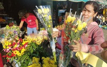 Rằm tháng Giêng:  Hoa tăng giá gấp 6,  trái cây bị 'làm giá'