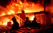 Chung cư cháy ngùn ngụt tại Bangladesh, ít nhất 80 người chết