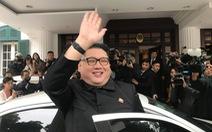 'Bản sao Kim Jong Un' xuất hiện rạng rỡ tại Hà Nội