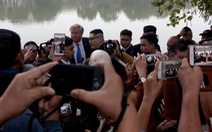 Dân Hà Nội vui đón hai ông Trump và Kim 'giả' dạo chơi bờ hồ