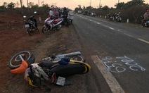 Xe hơi tông trực diện xe máy, vợ chồng và con gái 5 tuổi chết tại chỗ
