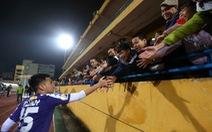 HLV Lee Young Jin dự khán trận Hà Nội - Than Quảng Ninh