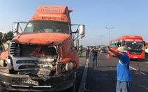 3 xe container đụng nhau trên cao tốc, một người chết