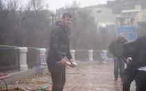 Bất ngờ có 'mưa cá' do sóng lớn, dân Malta 'trúng mánh'