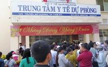 Thiếu vắc xin 6 trong 1, dân chen lấn để tiêm cho con
