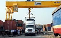 Hàng trăm tấn hàng bán Tết đi tàu lửa từ ngày 20 tết, đến 29 mới tới